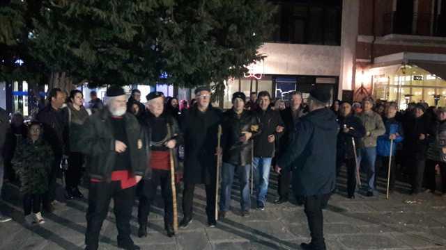 Ο Σύλλογος Γρεβενιωτών Κοζάνης « Ο ΑΙΜΙΛΙΑΝΟΣ» με αποκριάτικα δρώμενα της Κοζάνης στην κεντρική πλατεία των Γρεβενών