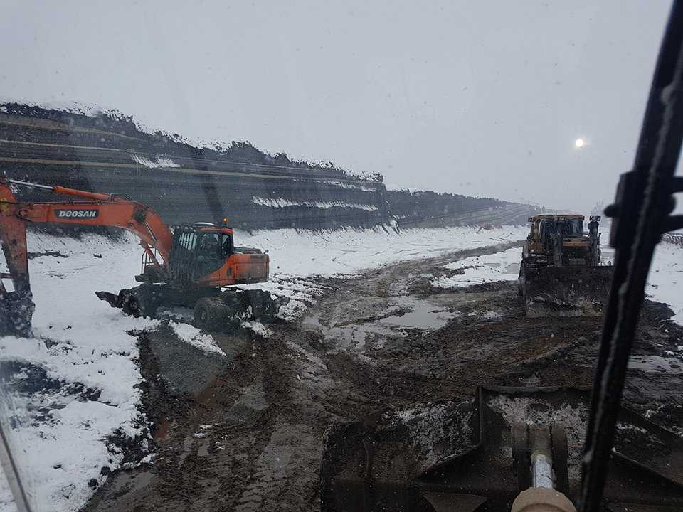 Η τέφρα η λάσπη το χιόνι και το κρύο συναντήθηκαν στο ορυχείο Καρδιάς. Σημερινές φωτογραφίες