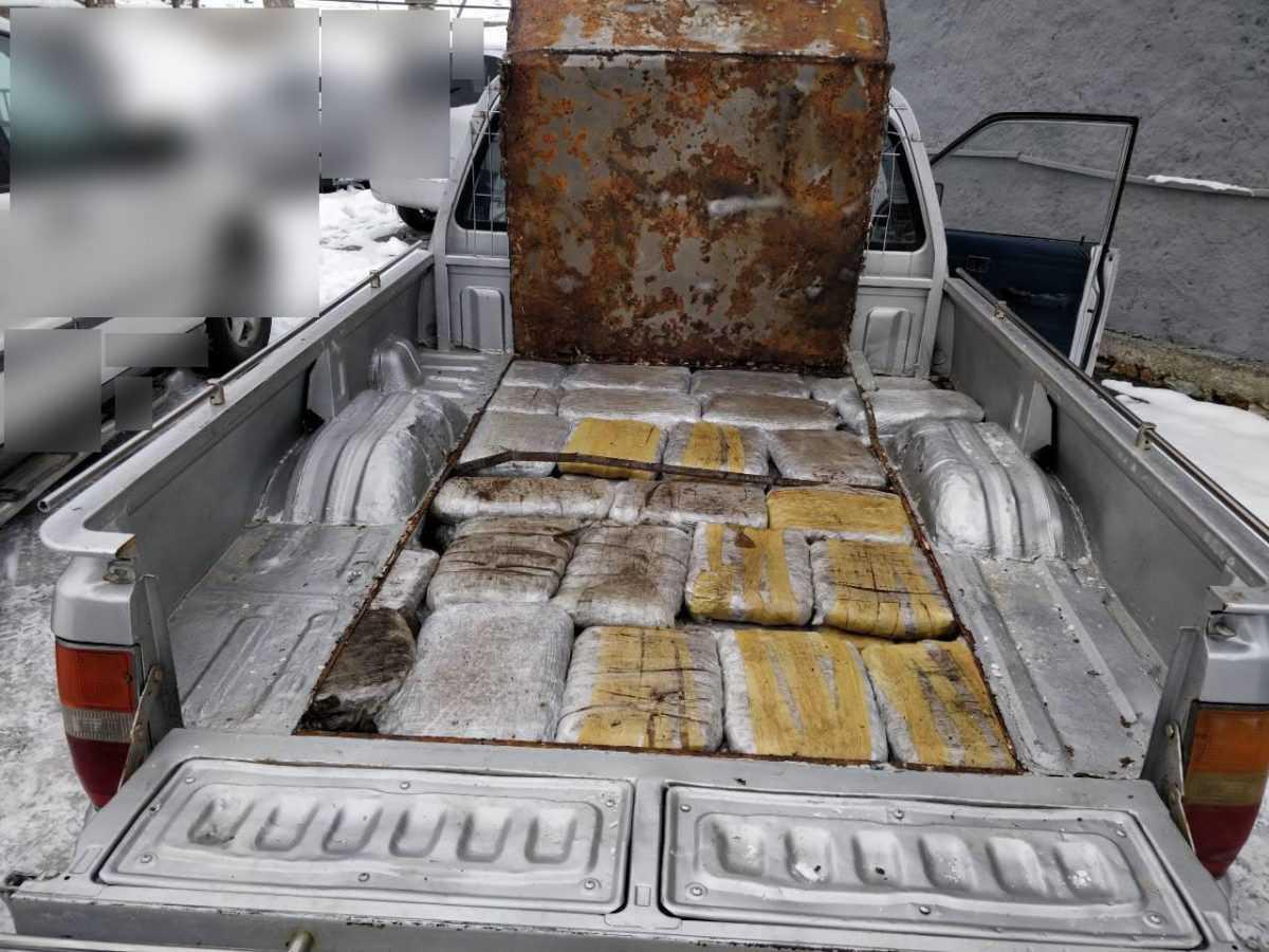 Σε ειδικά διαμορφωμένη κρύπτη στο εσωτερικό της καρότσας Ι.Χ.Φ. αυτοκινήτου μετέφεραν  ακατέργαστη κάνναβη 60 κιλών. Συνελήφθησαν 2 αλλοδαποί στην Κρυσταλλοπηγή Φλώρινας