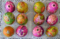 Διακόσμηση πασχαλινών αυγών (περδίκες) και λαμπάδων από τον Σύλλογο