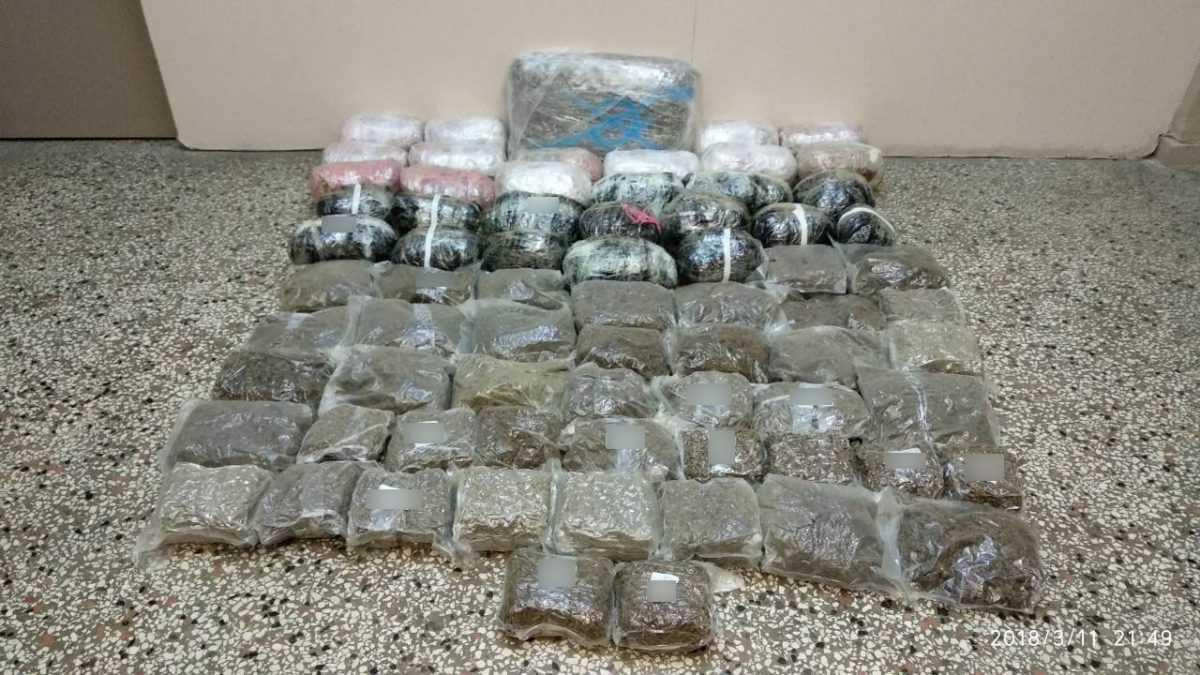 Συνελήφθη 34χρονος ημεδαπός για διακίνηση μεγάλης ποσότητας ακατέργαστης κάνναβης, βάρους -55- κιλών και -770- γραμμαρίων, σε περιοχή της Κοζάνης