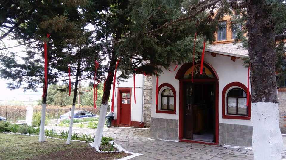 ΑΝΑΣΤΑΣΗ, στην γραφική εκκλησία του Αγίου Γεωργίου στα Μελίσσια. Κάθε Σταύρωση και μια Ανάσταση..