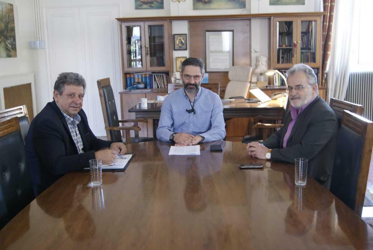 Συνάντηση με τον Πρόεδρο Άρ. Κουρκούτα και τον Γεν. Γραμματέα Αθ. Τολιόπουλο του νέου Δ.Σ. του Εργατικού Κέντρου Κοζάνης με τον δήμαρχο Κοζάνης Λ. Ιωαννίδη
