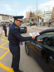 Ενημερωτικά φυλλάδια διανεμήθηκαν από τις Υπηρεσίες Τροχαίας της Γενικής Περιφερειακής Αστυνομικής Διεύθυνσης Δυτικής Μακεδονίας σε οδηγούς οχημάτων, ενόψει των εορτών του Πάσχα