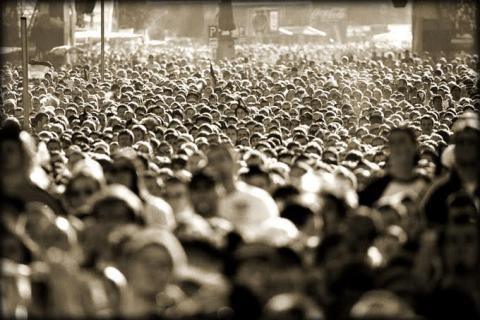 Ανεπαρκείς ηγέτες - Κοινωνία λίγη (Ηλία Μάρκου)