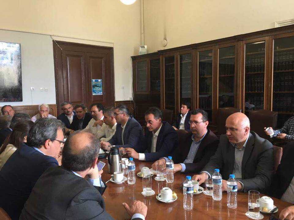 Ευρεία σύσκεψη με θέμα την εξέλιξη της πορείας της πρόσβασης στο Φυσικό Αέριο των πόλεων που θα τροφοδοτηθούν με συμπιεσμένο αέριο, οργάνωσε το Γραφείο του Πρωθυπουργού στη Θεσσαλονίκη. Στη συνάντηση συμμετείχε και ο Περιφερειάρχης Δυτικής Μακεδονίας Θόδωρος Καρυπίδης