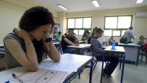Πανελλαδικές: Οι υποψήφιοι των ΕΠΑΛ εξετάζονται στα Νέα Ελληνικά. ΠΟΙΑ ΕΙΝΑΙ ΤΑ ΘΕΜΑΤΑ ΠΟΥ ΕΠΕΣΑΝ - ΤΗΝ ΠΑΡΑΣΚΕΥΗ ΡΙΧΝΕΤΑΙ ΣΤΗ ΜΑΧΗ Ο ΚΥΡΙΟΣ ΟΓΚΟΣ ΤΩΝ ΤΕΛΕΙΟΦΟΙΤΩΝ ΓΙΑ ΜΙΑ ΘΕΣΗ ΣΤΑ ΑΕΙ ΚΑΙ ΤΕΙ