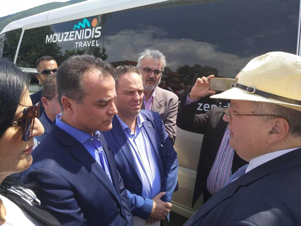 O Περιφερειάρχης Δυτικής Μακεδονίας Θεόδωρος Καρυπίδης επέδωσε ψήφισμα του Περιφερειακού Συμβουλίου στον Υπουργό Εξωτερικών Νίκο Κοτζιά