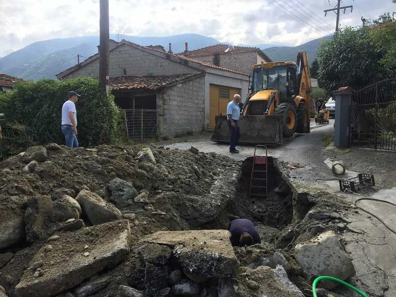 Ξεκίνησε η κατασκευή πεζοδρομίου στην επαρχιακή οδό Βαθυλάκκου – Ροδίτη. Καθημερινές αποκαταστάσεις βλαβών στο Βελβεντό