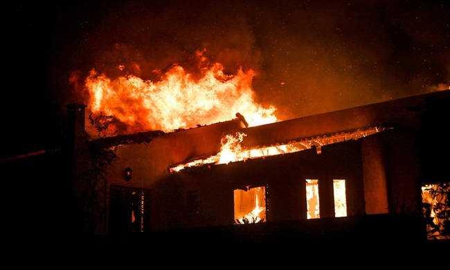 Εικόνες αποκάλυψης από την τεράστια πυρκαγιά στην Αττική : Περισσότεροι από 50 οι νεκροί μέχρι στιγμής