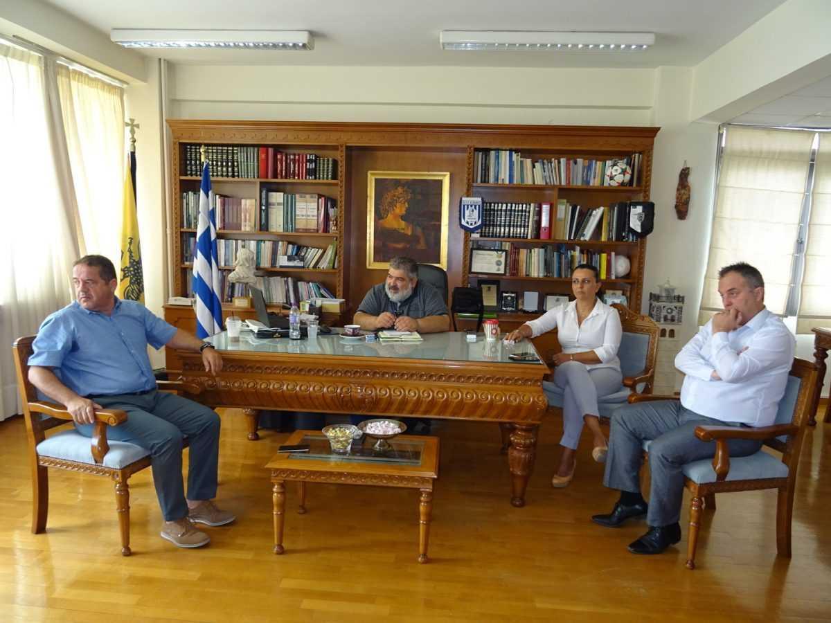Ο τρόπος παροχής βοήθειας στους πυρόπληκτους κατοίκους της Αττικής ήταν το αντικείμενο της σύσκεψης που πραγματοποιήθηκε με εντολή του Περιφερειάρχη Δυτικής Μακεδονίας Θεόδωρου Καρυπίδη