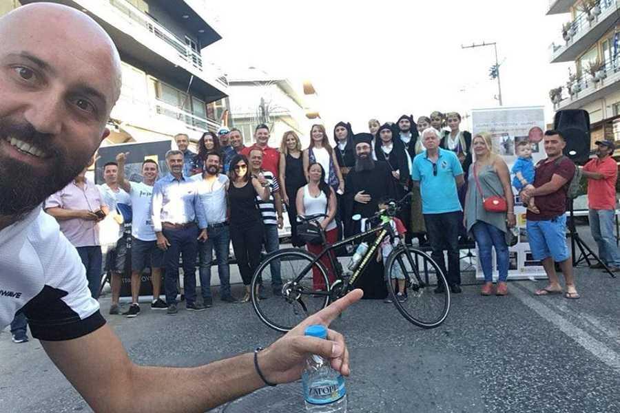 Ο Βασίλης Καρυοφυλλίδης που θα ποδηλατήσει 68 ημέρες μέχρι την Παναγία Σουμελά, θα βρίσκεται αύριο 21 Ιουλίου στην πλατεία της Κοζάνης