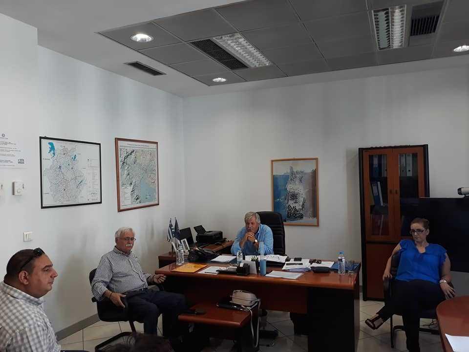 Η αντιμετώπιση των κτηριακών προβλημάτων του Κέντρου Υγείας Σιάτιστας αποτέλεσε το αντικείμενο συζήτησης της σύσκεψης που πραγματοποιήθηκε στο γραφείο του Διοικητή της 3ης Υγειονομικής Περιφέρειας, στη Θεσσαλονίκη, το πρωί της Πέμπτης 13 Σεπτεμβρίου 2018, κατόπιν αιτήματος του Δημάρχου Βοΐου κ. Δημήτριου Λαμπρόπουλου.