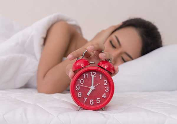 Αλλαγή ώρας την Κυριακή 28 Οκτωβρίου: ποιό ρόλο παίζει στον ύπνο μας