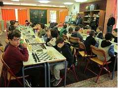 Πλήθος μεταλλίων κατέκτησαν οι αθλητές των σκακιστικών συλλόγων της Πτολεμαΐδας στο 10ο Τουρνουά Σκακιού «Νίκος Σαμαράς» στην Ποντοκώμη.  1η θέση ο «Πτολεμαίος» 3η ο «Δούρειος Ίππος»