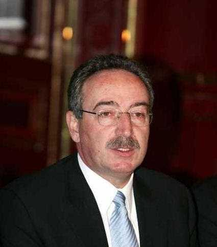 Και ο Νίκος Τσιαρτσιώνης είναι εδώ για τη δημαρχία Κοζάνης… «Ας τα βρουν οι ενδιαφερόμενοι υποψήφιοι για το Δήμο Κοζάνης κι εγώ θα είμαι δίπλα τους» δηλώνει ο κ. Τσιαρτσιώνης και σε διαφορετική περίπτωση… είναι στη διάθεση του κόμματός του, εκδηλώνοντας την δική του επιθυμία…