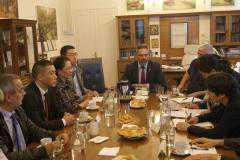Συνάντηση με την Επιτροπή από την Κίνα, που κάνει τους απαραίτητους ελέγχους για να δοθεί άδεια για εξαγωγή στον Κρόκο Κοζάνης, είχε το απόγευμα της Πέμπτης ο Δήμαρχος Κοζάνης Λευτέρης Ιωαννίδης, παρουσία του Πρόεδρου του Αναγκαστικού Συνεταιρισμού Κροκοπαραγωγών Κοζάνης Νίκου Πατσιούρα, στελεχών του Τελωνείου και επιστημόνων.
