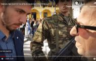 Αποδοκιμασίες στο βουλευτή ΣΥΡΙΖΑ Θέμη Μουμουλίδη την ώρα που κατέθετε στεφάνι στις εκδηλώσεις μάχης της Σιάτιστας