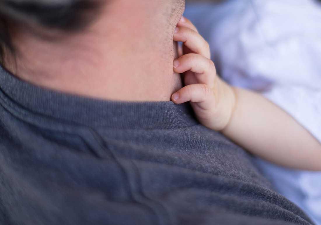 Μεγάλοι σε ηλικία μπαμπάδες: ποιοι είναι οι κίνδυνοι για τα μωρά σύμφωνα με έρευνες