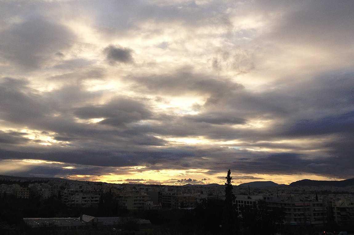 Βροχές, καταιγίδες και χιόνια σήμερα. Στην Μακεδονίααναμένονται νεφώσεις με χιονόνερο