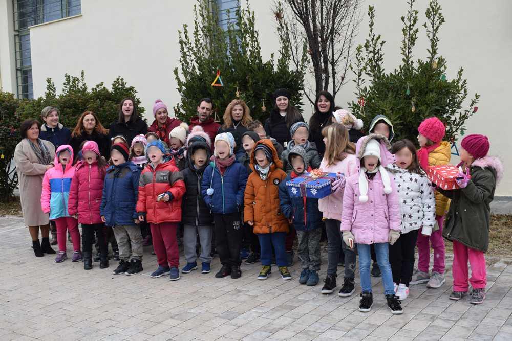 Mαθητές της Α΄, Β΄ και Γ΄ τάξης του Δημοτικού Σχολείου Αιανής στόλισαν Χριστουγεννιάτικο δέντρο του Αρχαιολογικού Μουσείου
