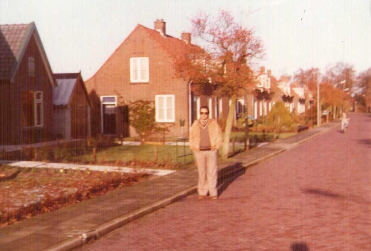 Ο Γιάννης Κορκάς με την εθνική ομάδα βόλλεϋ Ελλάδος σε χωριό της Ολλανδίας τα Χριστούγεννα του 1980