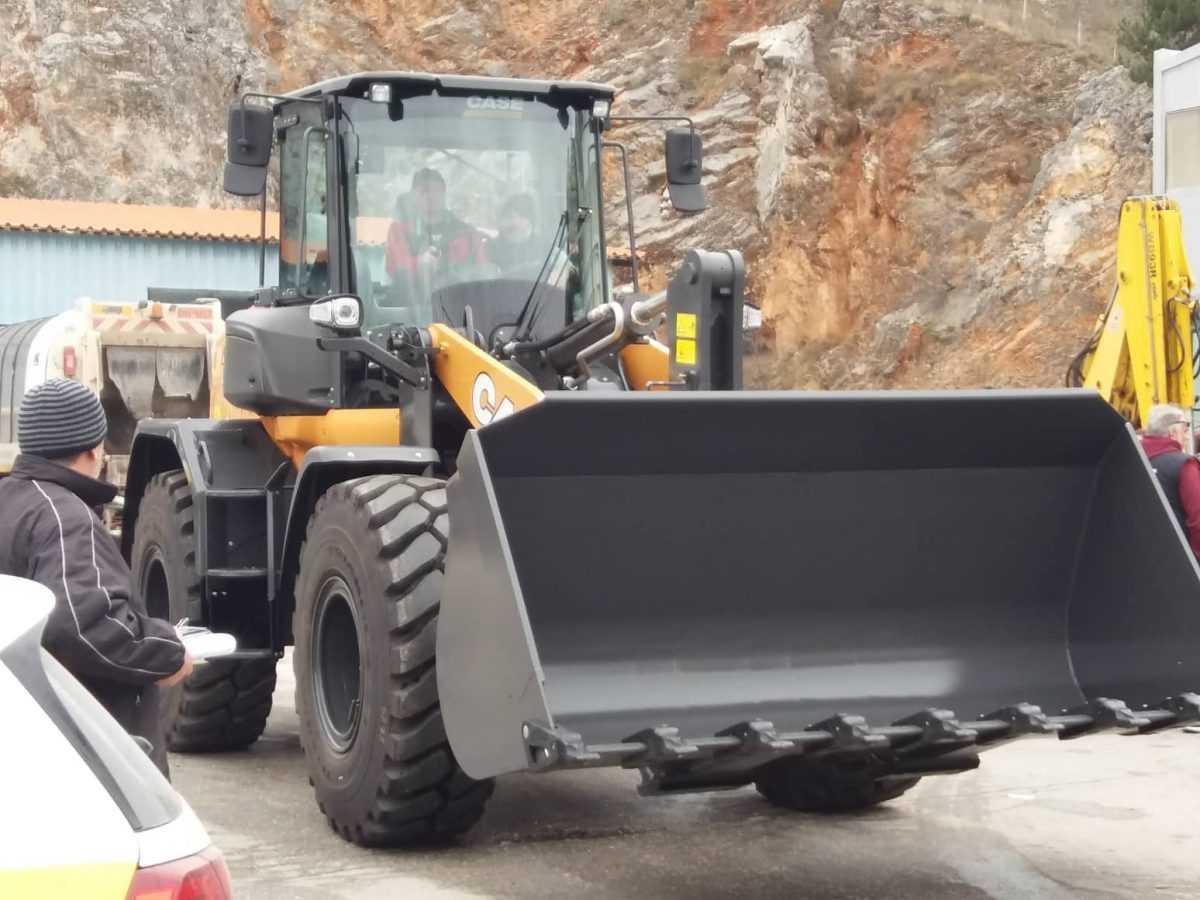 Συνεχίζεται ο εκσυγχρονισμός μηχανημάτων έργου του Δήμου Κοζάνης! Παρελήφθη ο νέος ελαστικοφόρος φορτωτής που θα συνδράμει στο έργο της Τεχνικής Υπηρεσίας του Δήμου Κοζάνης.