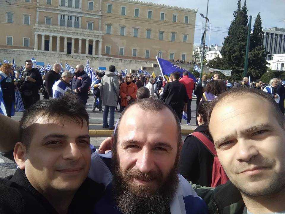 Και οι Δυτικομακεδόνες ύψωσαν στεντόρεια τη φωνή τους στο μεγαλειώδες συλλαλητήριο της Αθήνας. Δυστυχώς την κόσμια εικόνα των πολιτών αμαύρωσαν γνωστοί άγνωστοι κουκουλοφόροι και ¨εντεταλμένοι;