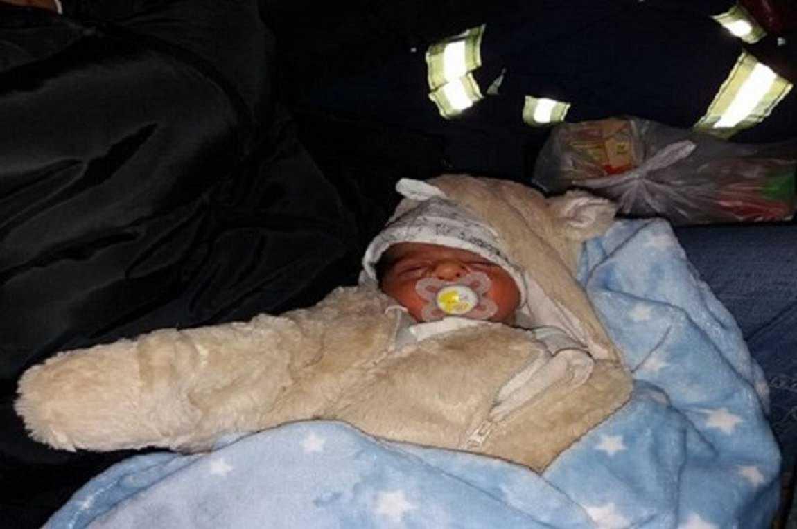 Ήρωες στα χιόνια! Πυροσβέστες των Γρεβενών απεγκλώβισαν βρέφος τριών ημερών