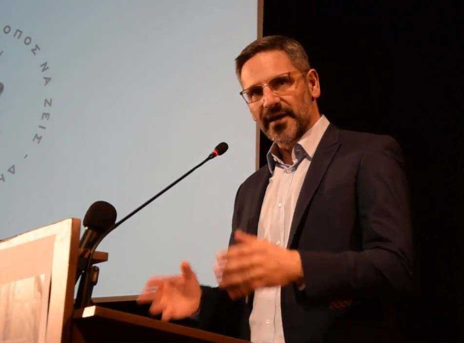 Λευτέρης Ιωαννίδης, δήμαρχος Κοζάνης, στην παρουσίαση των πεπραγμένων της Δημοτικής αρχής, σ' ένα πυκνό ακροατήριο πολιτών-δημοτών: -Η αποκατάσταση της νομιμότητας στα οικονομικά του Δήμου αποτέλεσε την κορωνίδα της πολιτικής μας - Η εφαρμογή του αντικαπνιστικού νόμου, ξέραμε πως θα έχει πολιτικό κόστος για μας, είχαμε όμως το θάρρος να το αναλάβουμε - Για τα αδέσποτα, ήταν συνεχείς οι προσπάθειές μας και δημοπρατήσαμε την κατασκευή δημοτικού κτηνιατρείου