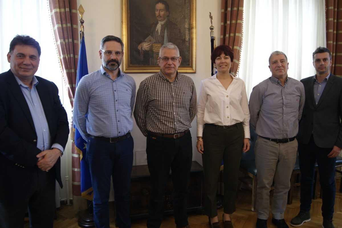 Συνάντηση με το νέο Διευθύνoντα Σύμβουλο Αθανάσιο Ψαθά και στελέχη της ΕΤΒΑ ΒΙ.ΠΕ. είχε ο Δήμαρχος Λευτέρης Ιωαννίδης με αντικείμενο τις εξελίξεις αναφορικά με το Επιχειρηματικό Πάρκο Κοζάνης