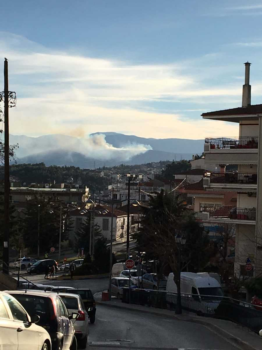 Πυρκαγιά σε περιοχή πάνω από την ΖΕΠ Κοζάνης. Μέχρι στιγμής έχουν καεί 20 στρέμματα καθώς η προσέγγισή της από πυροσβεστικά οχήματα είναι αδύνατη