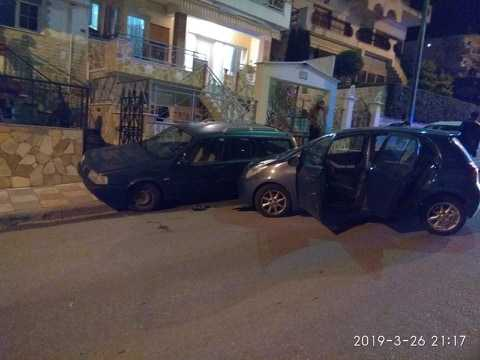 Τροχαίο ατύχημα στην οδό Δημοκρατίας. Γυναίκα οδηγός έχασε τον έλεγχο του αυτοκινήτου της και προσέκρουσε σε σταθμευμένα αυτοκίνητα προκαλώντας μόνο υλικές ζημιές.
