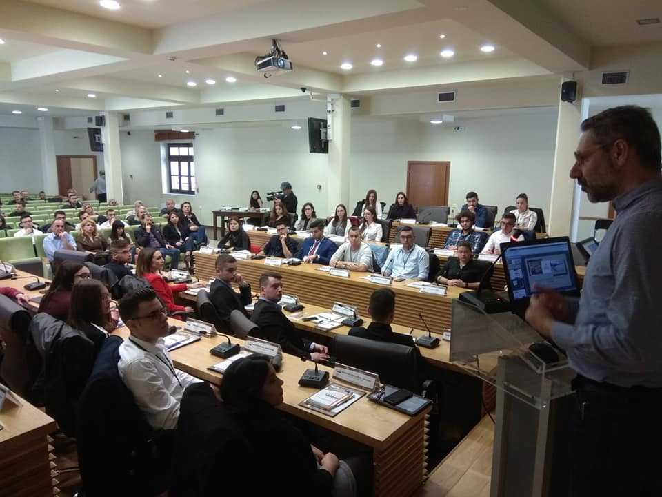 Νέοι 17-23 ετών στα έδρανα του Δημοτικού Συμβουλίου Κοζάνης- Ξεκίνησε η διαδικασία προσομοίωσης