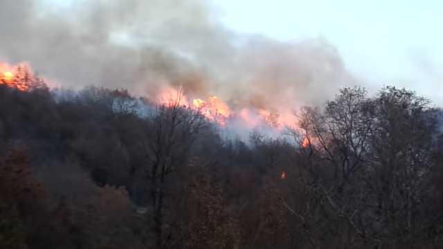 Κατασβέστηκε η πυρκαγιά που εκδηλώθηκε στην περιοχή πάνω από τη ΖΕΠ με την άμεση επέμβαση των ανδρών της Πυροσβεστικής Υπηρεσίας Κοζάνης.