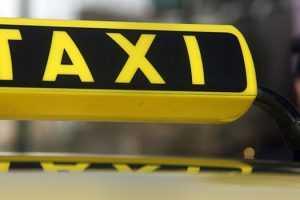 Διευκρινίσεις Χαρδαλιά για τα ταξί - «Όχι πακέτο, μόνο delivery» στην εστίαση