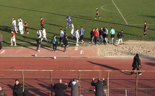 Παλαίμαχοι ποδοσφαιριστές του ΦΣ Κοζάνης: Θέλουμε όμως να μας πουν αντρίκια ο κ. Τσιμεντερίδης και ο κ. Βογδόπουλος αν με την ίδια ευκολία για το ίδιο παράπτωμα αποβάλλουν ποδοσφαιριστές σε γήπεδα που αισθάνονται την ανάσα των φιλάθλων πάνω από τα κεφάλια τους