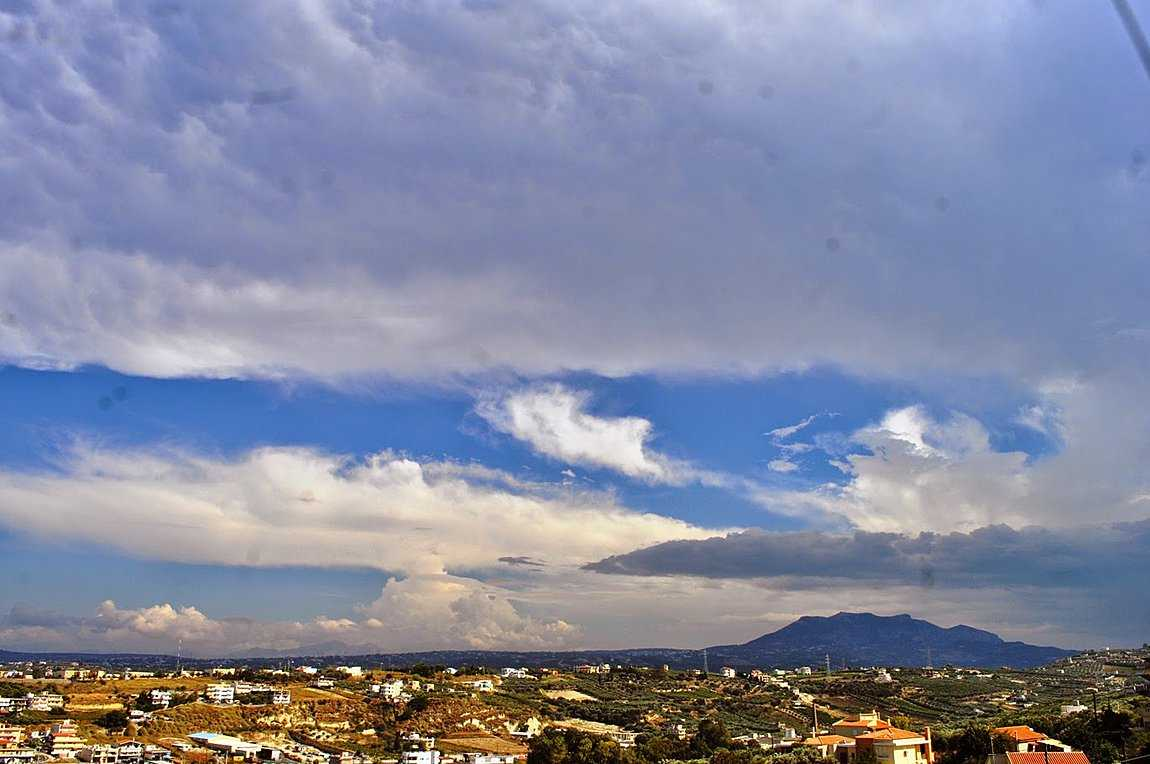 Ο καιρός σήμερα: Πού αναμένονται βροχές και καταιγίδες