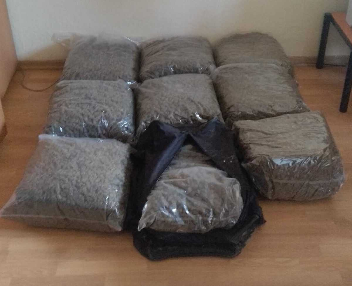 Σύλληψη δύο αλλοδαπών για μεταφορά στην Ελληνική Επικράτεια μεγάλης ποσότητας ακατέργαστης κάνναβης, με σκοπό την περαιτέρω διακίνησή τηςΚατασχέθηκε ποσότητα ακατέργαστης κάνναβης, βάρους 45 κιλών και 150 γραμμαρίων