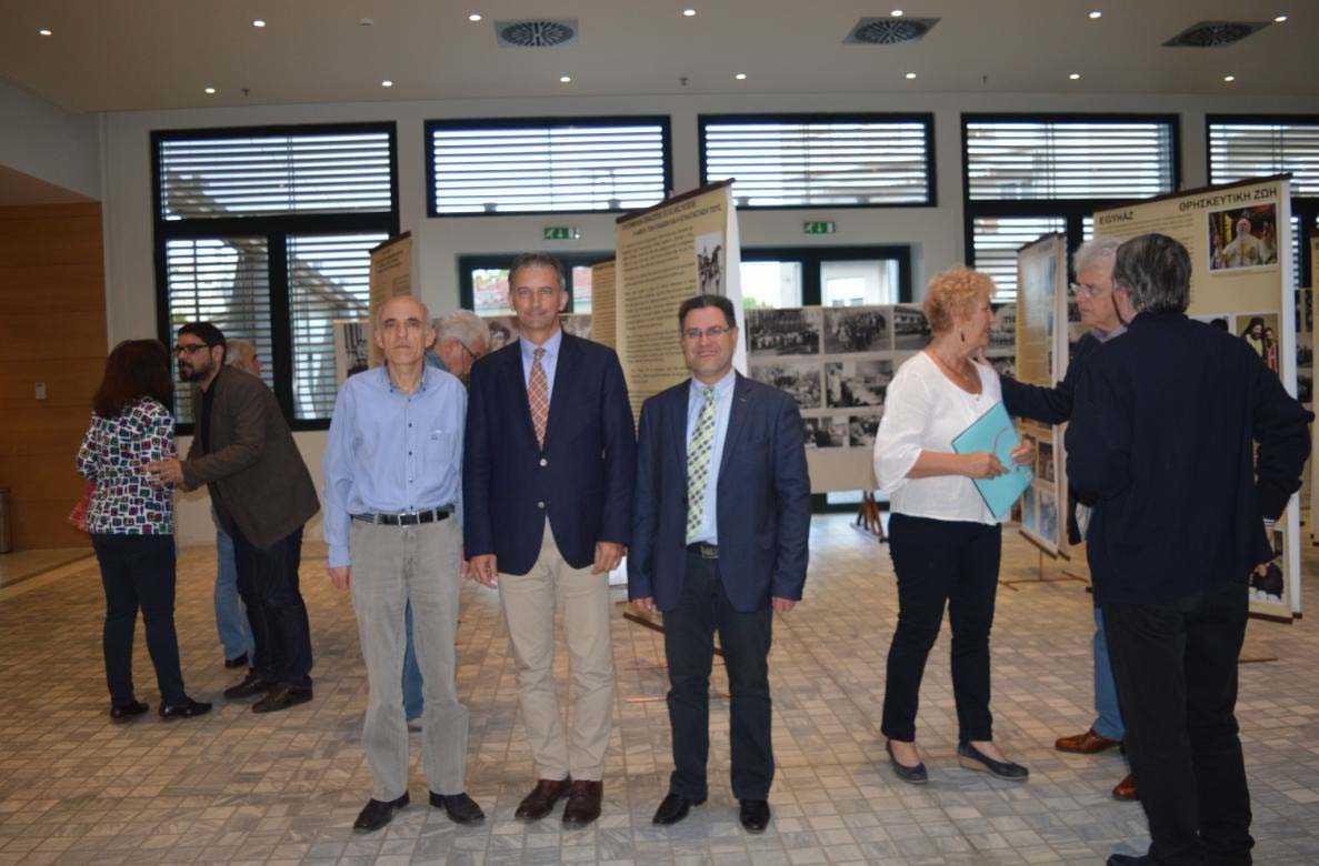 Μια ενδιαφέρουσα και εποικοδομητική συνάντηση ανάμεσα στον τον Πρέσβη της Ουγγαρίας στην Ελλάδα κ. Erik Haupt, τον Διευθυντή του Μουσικού Σχολείου Σιάτιστας, κ. Χρήστο Κουτσογιώτα και τον Υποδιευθυντή κ. Θωμά Θεοδωρόπουλο.   Η συνάντηση πραγματοποιήθηκε στην Κοβεντάρειο Βιβλιοθήκ
