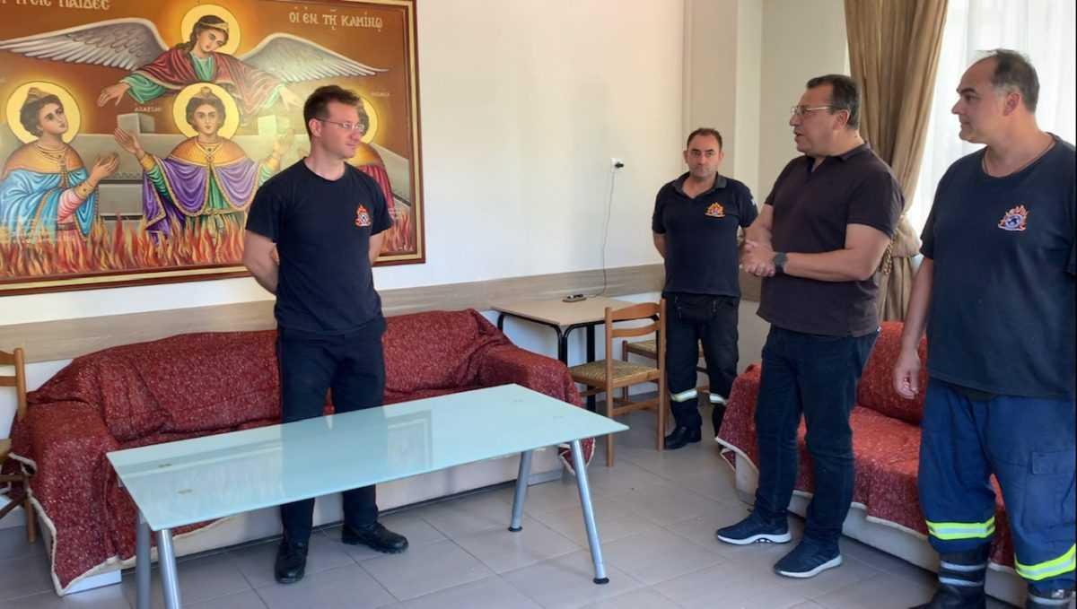 Την Περιφερειακή Πυροσβεστική Διοίκηση Δυτικής Μακεδονίας και την Πυροσβεστική Υπηρεσία Κοζάνης επισκέφθηκε σήμερα το μεσημέρι ο Υποψήφιος Βουλευτής της Νέας Δημοκρατίας Χρόνης Ακριτίδης. Ο Χρόνης Ακριτίδης συναντήθηκε με τον Περιφερειακό Διοικητή Αρχιπύραρχο Ανδρέα Παπαζαχαρία