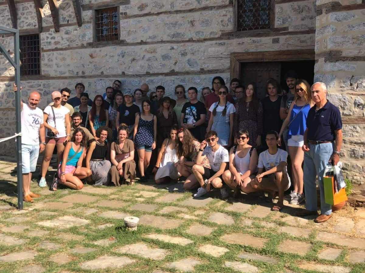 Στην πόλη της Σιάτιστας και τα αξιοθέατα της είχαν την ευκαιρία να περιηγηθούν το Σάββατο 12 Αυγούστου σαράντα οκτώ συμμετέχοντες φοιτητές και φοιτήτριες από το 47ο Διεθνές Πρόγραμμα Ελληνικής Γλώσσας, Ιστορίας και Πολιτισμού.