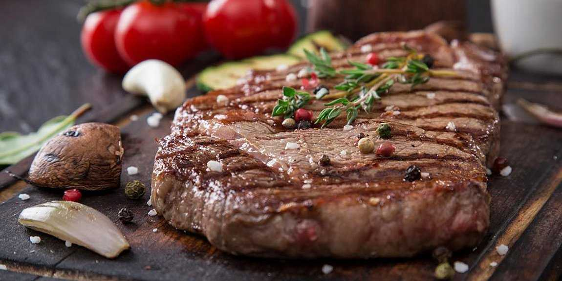 Έρευνα: Αυξημένος ο κίνδυνος καρκίνου του μαστού για τις γυναίκες που καταναλώνουν κόκκινο κρέας και μικρότερος για όσες προτιμούν τα πουλερικά