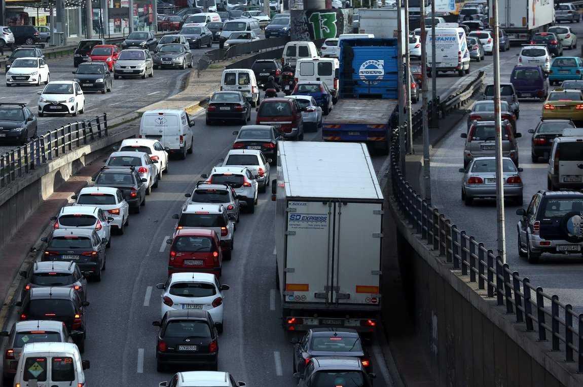 Βεσυρόπουλος: Θα δοθούν κίνητρα στον κόσμο να αγοράσει καθαρά και ηλεκτρικά αυτοκίνητα
