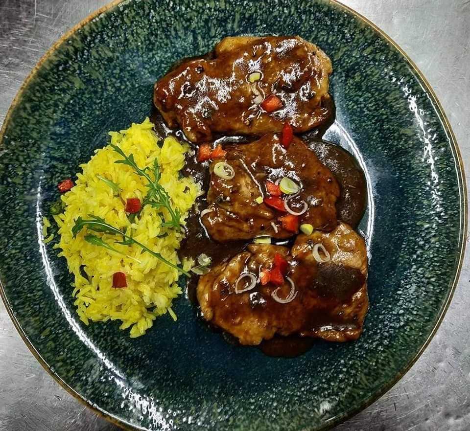 Συνταγές από τον Κοζανίτη Σεφ Γιώργο Καλογερίδη - Ψαρονέφρι με σάλτσα μαύρης μπύρας και ρύζι μπασμάτι με κρόκο Κοζάνης.