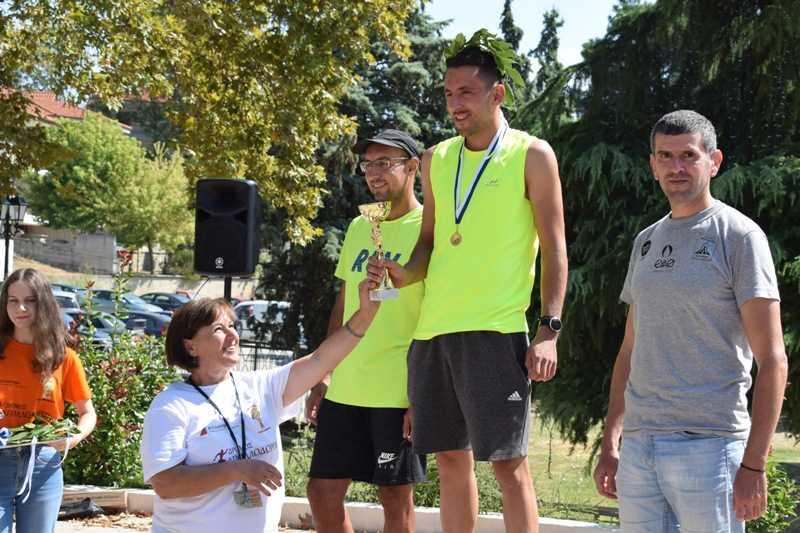 Με επιτυχία και αυξημένο αριθμό – ρεκόρ συμμετοχών πραγματοποιήθηκε και φέτος, για 18η συνεχή χρονιά, το πρωί της Κυριακής 15 Σεπτεμβρίου 2019, ο Δρόμος Απολλοδώρου, τον οποίο συνδιοργάνωσαν η Εφορεία Αρχαιοτήτων Κοζάνης, η Δ.Κ. Αιανής Δήμου Κοζάνης, και ο Σύλλογος Φίλοι Μουσείου και Αρχαιοτήτων Αιανής.