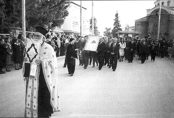 Εις μνήμην Πρωτοπρεσβυτέρου Γεωργίου Μπετσάκου  Ναού Κωνσταντίνου και Ελένης Κοζάνης.  του Γιάννη Κορκά