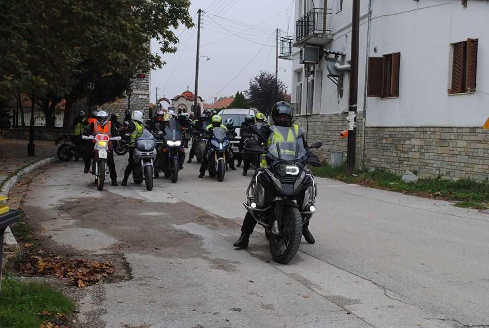 Oμάδα πενήντα Κρητών μοτοσυκλετιστών απολαμβάνουν (οδηγικά) και γνωρίζουν το Άνω Βόιο