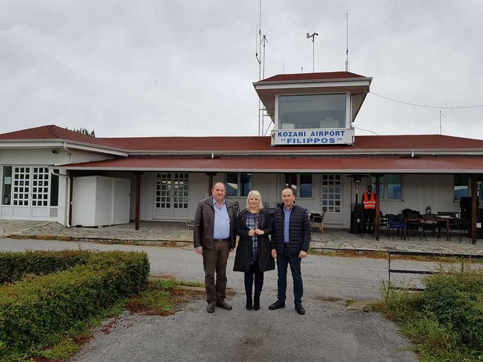 Το αεροοδρόμιο Κοζάνης επισκέφθηκε για ενημέρωση σχετικά με τις αρρυθμίες που παρατηρούνται στην αεροπορική σύνδεση, καθώς και τις προοπτικές επέκτασης της λειτουργίας του αερολιμένα
