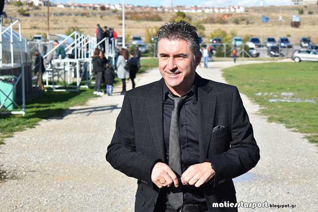 Ο Θοδωρής Ζαγοράκης παίζει µπάλα .... µε τα παιδιά ... στην Κοζάνη | φωτο - βίντεο